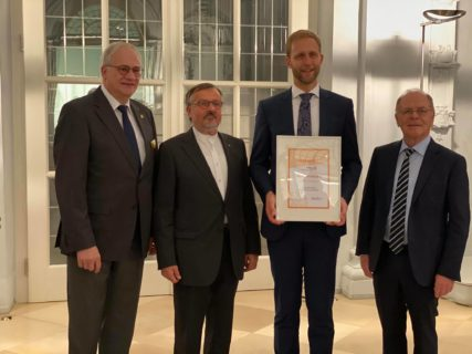 "Towards entry ""Prof. Dr. Bjoern Eskofier receives ROTARY-Award"""